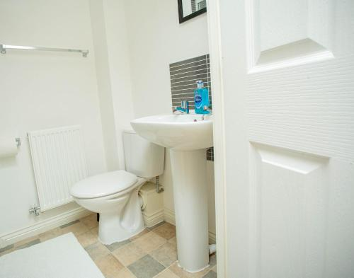 A bathroom at Fruition City Apartments - Coventry