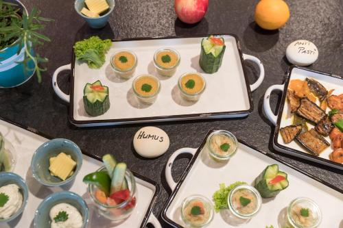 Breakfast options available to guests at Hotel einsmehr