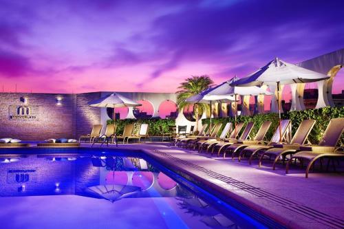 A piscina localizada em Bourbon Santos Convention Hotel ou nos arredores