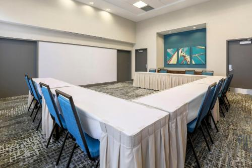 The business area and/or conference room at Hampton Inn & Suites Pittsburgh Downtown