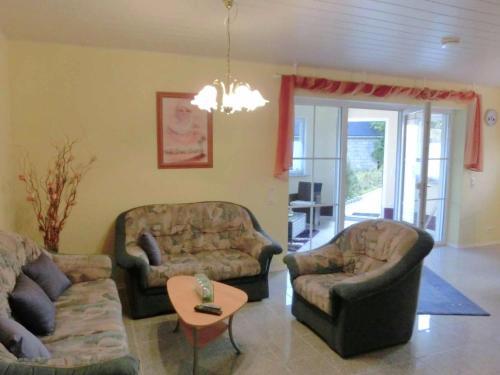 Ein Sitzbereich in der Unterkunft Apartment Ferienwohnung Westerwald 1