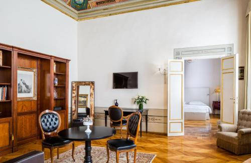 A seating area at Baglioni Relais Santa Croce, Florence