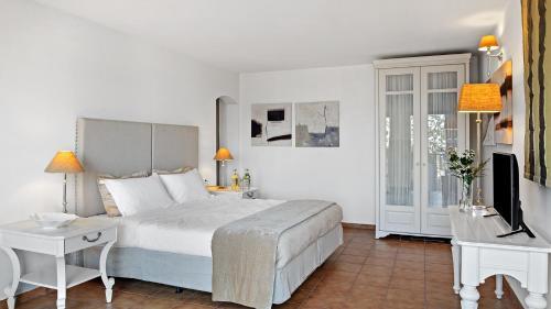 Letto o letti in una camera di Aegean Suites Hotel