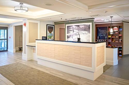 The lobby or reception area at Hampton Inn Lancaster