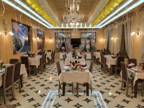 Um restaurante ou outro lugar para comer em Selena