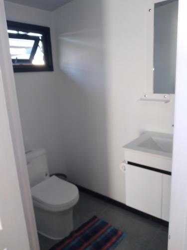 Um banheiro em Monoihere Bungalow Airport