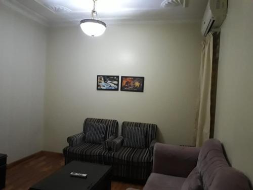 Uma área de estar em المقصورة 1 للأجنحة الفندقية