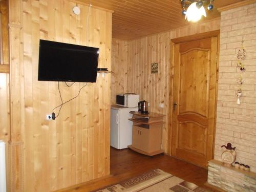 A television and/or entertainment center at Guesthouse U Deda Viktora