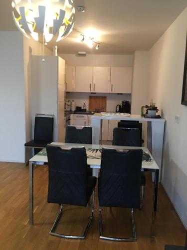 A kitchen or kitchenette at Cocoon 77 Apartments