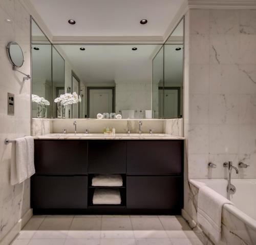 InterContinental Sydney Double Bay, an IHG Hotel tesisinde bir banyo