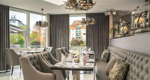 A restaurant or other place to eat at Best Western Victor's Residenz-Hotel Rodenhof