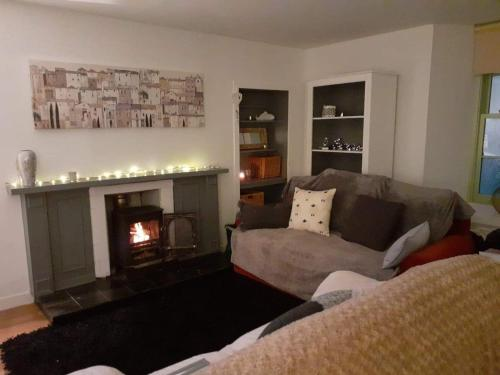 A seating area at Charming 1-Bed Apartment in Kirkwall