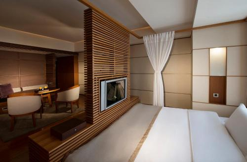 A bed or beds in a room at Regent Taipei