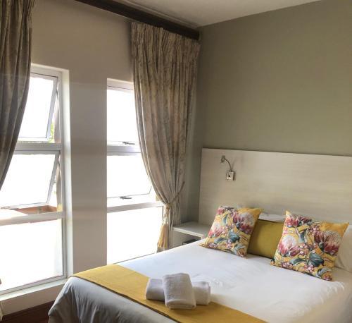 Кровать или кровати в номере 314 on Clark Guest House