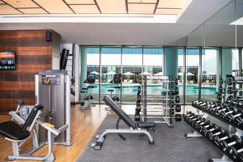 The fitness centre and/or fitness facilities at Al Jaddaf Rotana Suite Hotel
