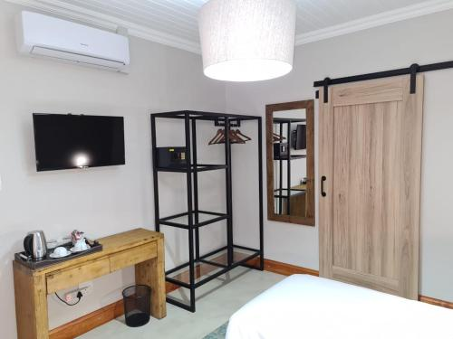 A television and/or entertainment center at Uitsig Boutique Hotel