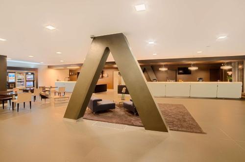 The lobby or reception area at NH Orio Al Serio