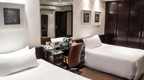 Cama ou camas em um quarto em Plaza São Rafael Hotel