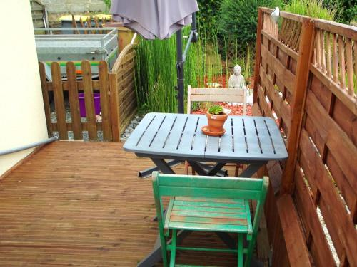 A balcony or terrace at Studio in Pedernec with furnished terrace and WiFi 25 km from the beach