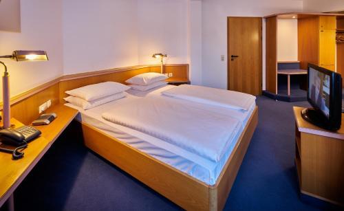 Ein Bett oder Betten in einem Zimmer der Unterkunft Brita Hotel Stuttgart