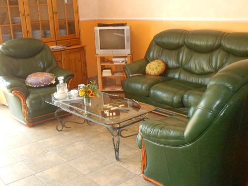 Coin salon dans l'établissement Maison de 5 chambres a Courzieu avec jardin amenage et WiFi