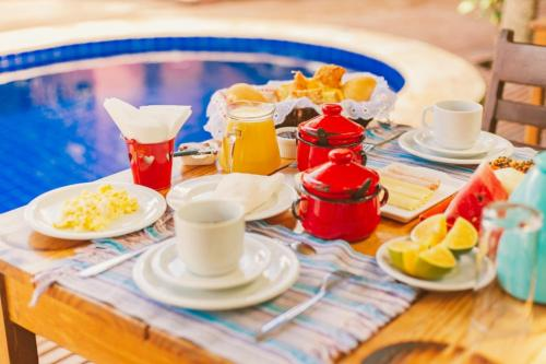 Breakfast options available to guests at Pousada La Vie Jeri
