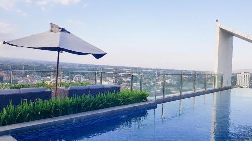 The swimming pool at or close to Apartment Uttara The Icon Sasi Kirana