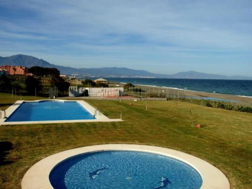 The swimming pool at or close to Aldea Beach 1000
