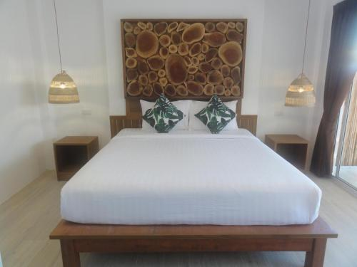 A bed or beds in a room at High Life Bungalow