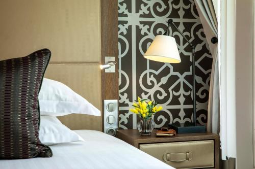 A bed or beds in a room at Philéas Lazare & Spa