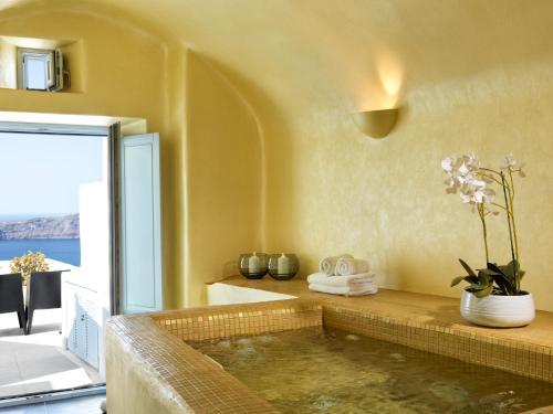 Salle de bains dans l'établissement Astra Suites