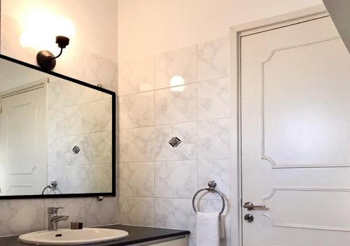 A bathroom at Royal Sunset Studios & Apartments