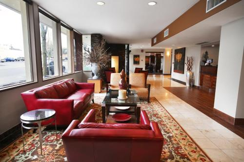 The lobby or reception area at Red Lion Inn & Suites Olympia, Governor Hotel