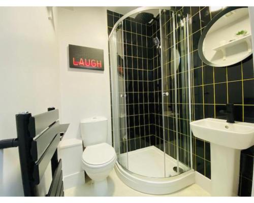 A bathroom at Townhouse PLUS @ Lower Beth Street Stoke