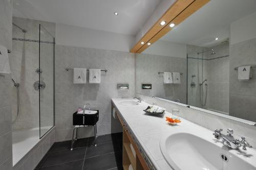 A bathroom at Waldhaus Ohlenbach