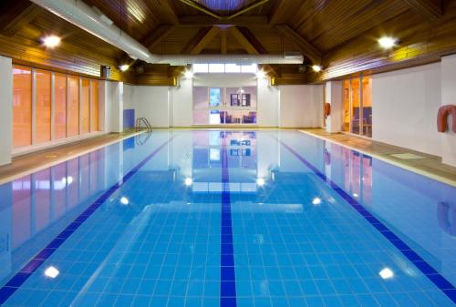 The swimming pool at or near Holiday Inn Fareham Solent, an IHG Hotel