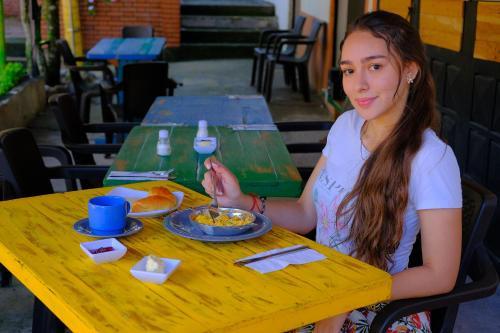 Un restaurante o sitio para comer en JAFA LA CASONA