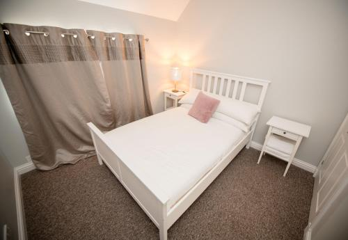 A bed or beds in a room at Breathing Space
