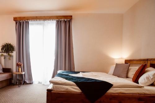 Łóżko lub łóżka w pokoju w obiekcie Perła Beskidu