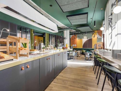 A restaurant or other place to eat at Novotel Paris Gare De Lyon