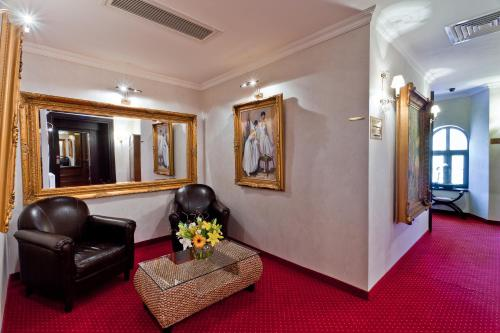 The lobby or reception area at Le Boutique Hotel Moxa