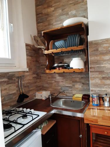 A kitchen or kitchenette at Stefi Appartamento, Camera
