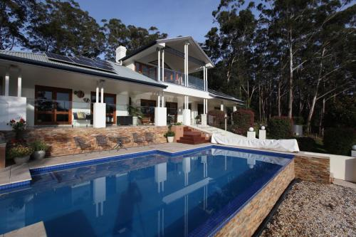 The swimming pool at or near The Ridge Retreat at Mollymook