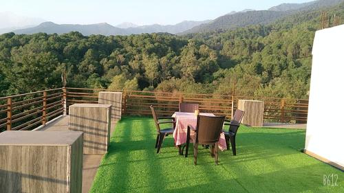 A balcony or terrace at Indra Stay at Bir-Billing
