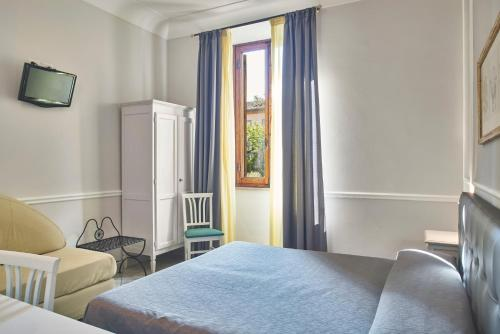 A bed or beds in a room at Albergo Chiusarelli