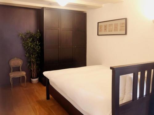 A bed or beds in a room at Keizersgracht Residence