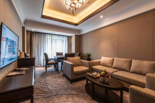 A seating area at SSAW Boutique Hotel Lishui Jiarui