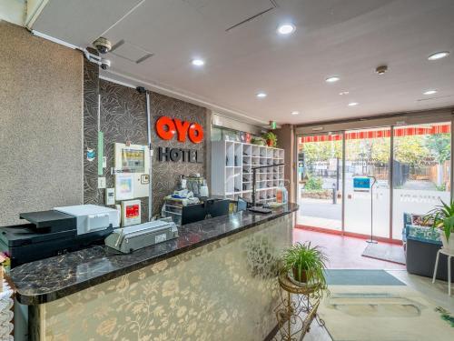 Area lobi atau resepsionis di OYO Hotel Hikari House