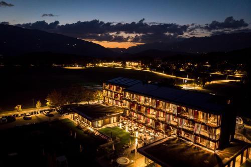 Blick auf Hotel Rudolf aus der Vogelperspektive
