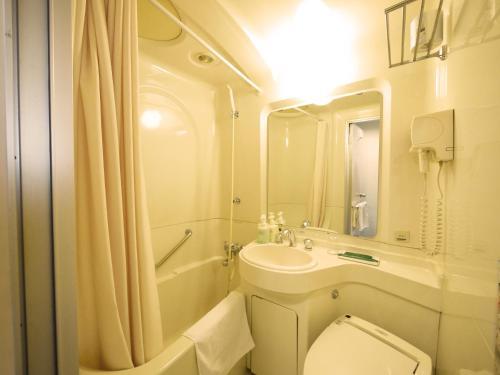 A bathroom at Hotel Route-Inn Kushiro Ekimae
